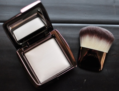 hourglass ambient lighting powder ethereal light